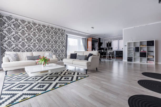 retro-wohnzimmer im apartment - teppich geometrisch stock-fotos und bilder