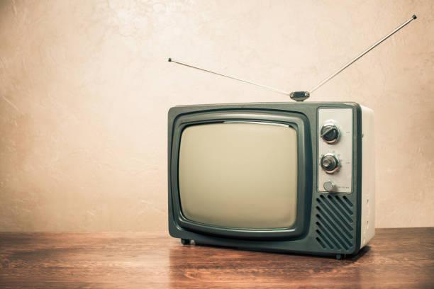 Retro-alten Fernseher aus 70er Jahren auf Tisch. Vintage Instagram Stil gefilterten Foto – Foto