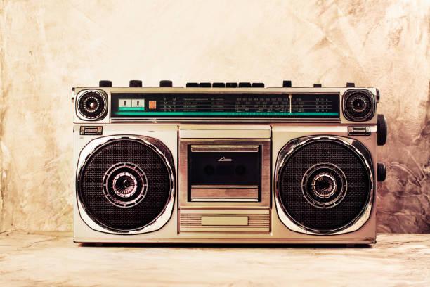 retro radyo stereo kaset çalar - reggae stok fotoğraflar ve resimler