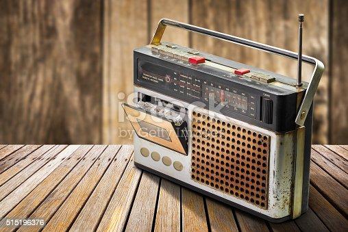 istock Retro radio 515196376