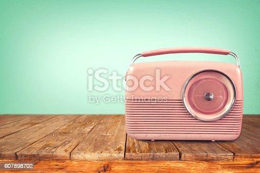 istock retro radio 607898702