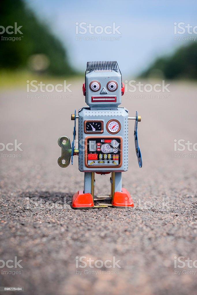 Retro robot on the road foto royalty-free