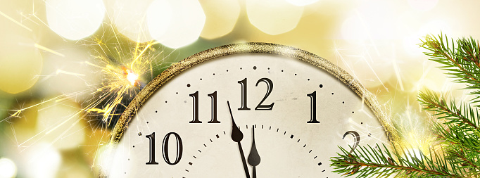 istock Retro style clock New Year's Eve with christmas and new year blurred bokeh background 1169722547