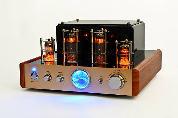retro style valve amplifier - radiobuis stockfoto's en -beelden