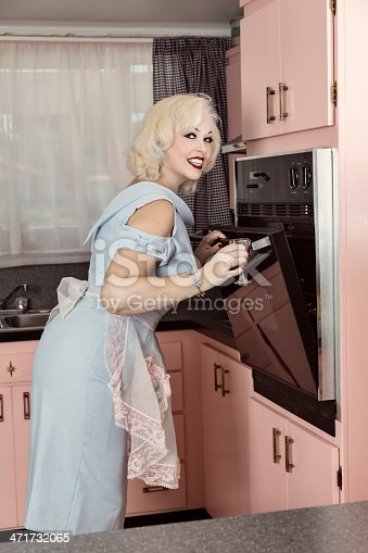 istock Retro Style Woman in the Kitchen 471732065