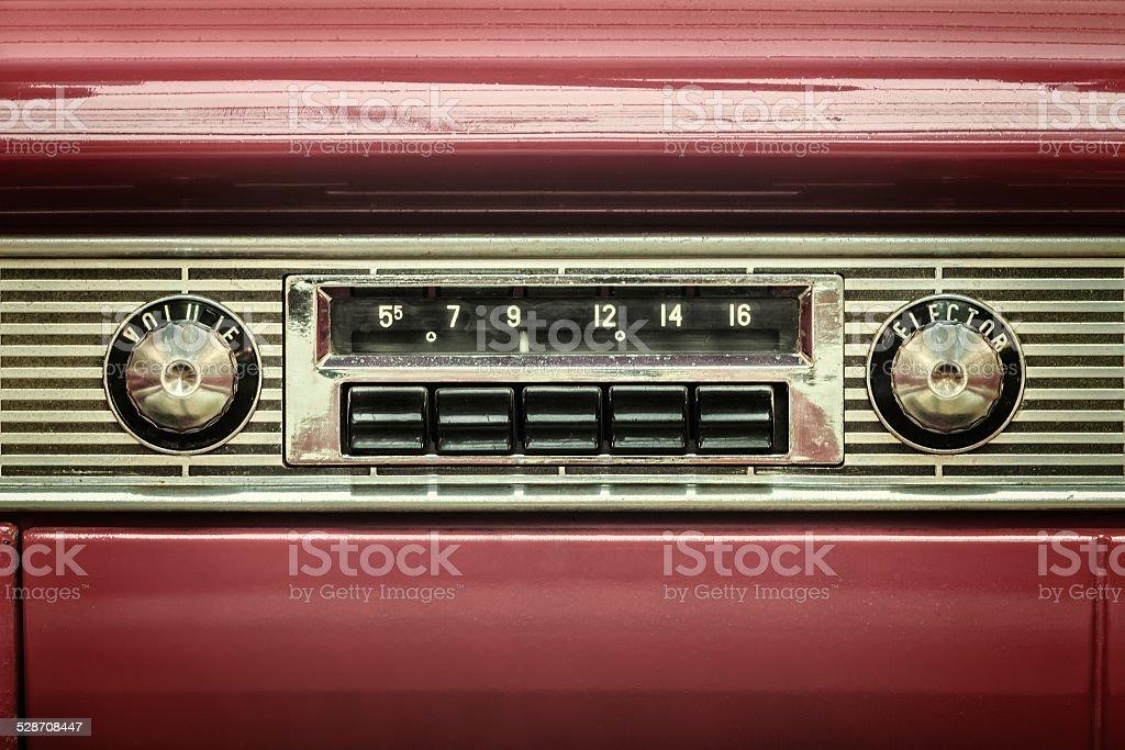 style r tro image dune ancienne voiture de radio photos et plus d 39 images de 1940 1949 istock. Black Bedroom Furniture Sets. Home Design Ideas