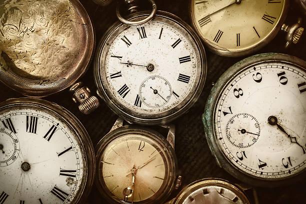 レトロ画像の古いポケット時計 - 過去 ストックフォトと画像