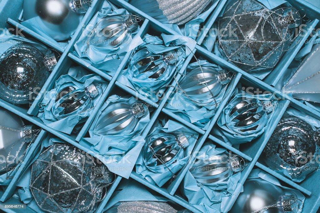 Box Christbaumkugeln.Retrostil Bild Der Vintage Weihnachtsdekoration In Einer Box