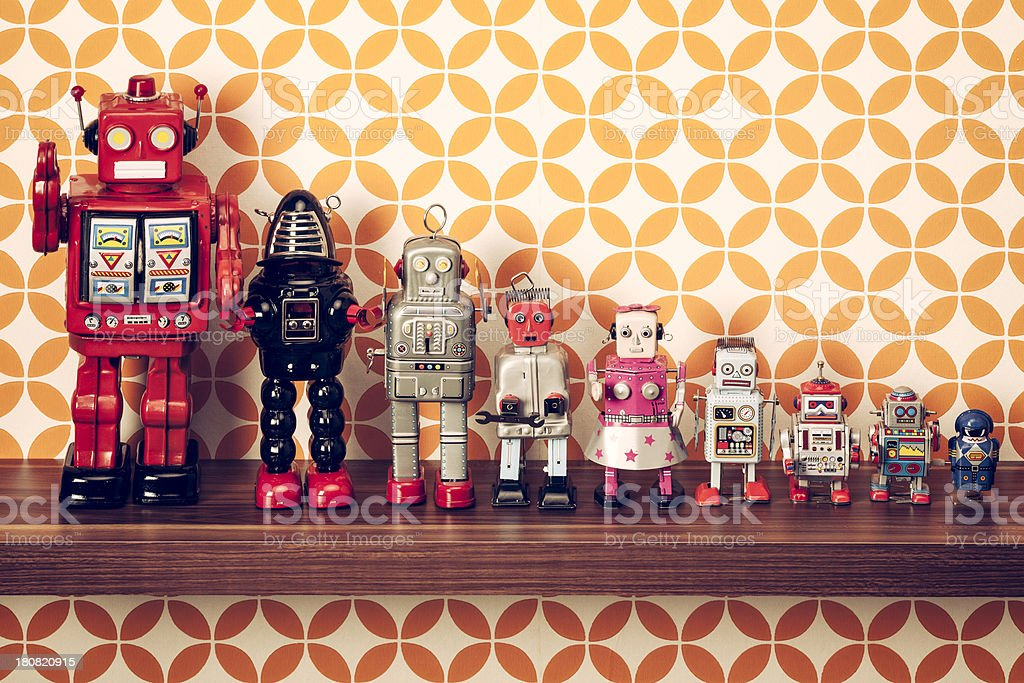 tin des robots rétro sur une étagère - Photo