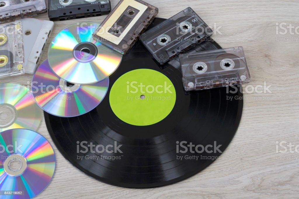 Fotografía de Retro Grabar Discos De Vinilo Casete Y Cd y más banco ...