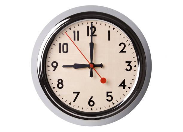 reloj de pared de retro a 9:00 - wall clock fotografías e imágenes de stock