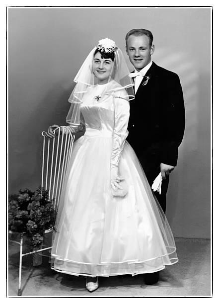 retro hochzeit - bräutigam anzug vintage stock-fotos und bilder