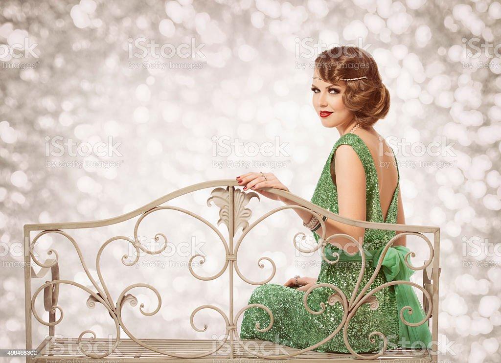 Retro Retrato de mujer de belleza, hermosa dama con peinado una ola de moda - foto de stock