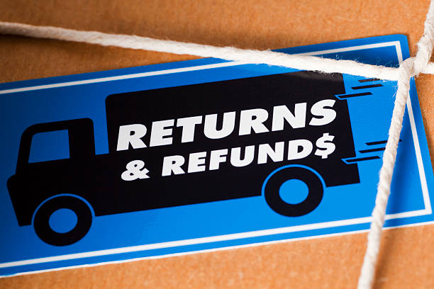 return and refund package us dollar - terugkomen stockfoto's en -beelden