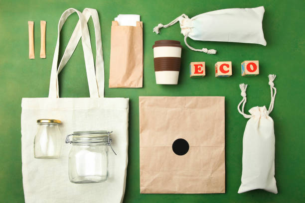 reusable bamboo glass, eco bag and other various recyclable - rifiuti zero foto e immagini stock