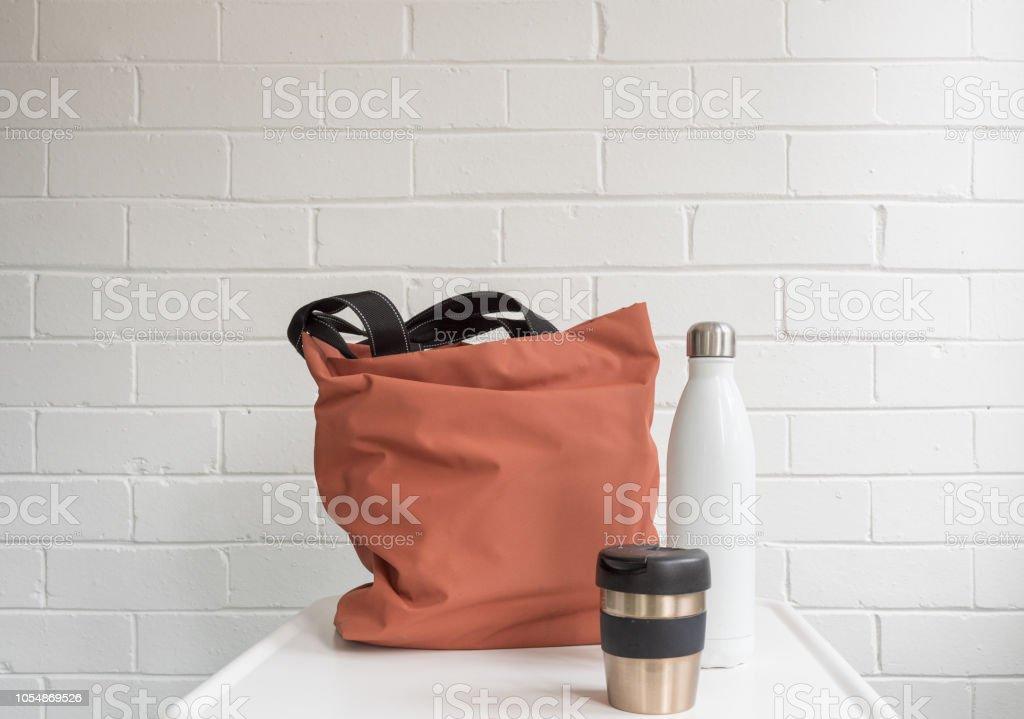 Tasse à café réutilisable, bouteille de boisson isotherme et sac shopping - Photo