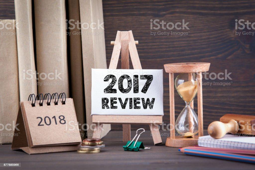 2017 überprüfen. Sanduhr, Sanduhr oder Eieruhr auf Holztisch mit der letzten Sekunde oder Last-Minute oder ein Timeout – Foto