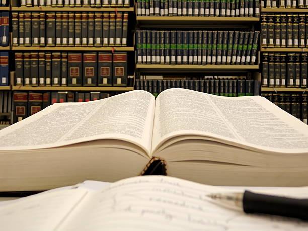 revisión - biblioteca de derecho fotografías e imágenes de stock