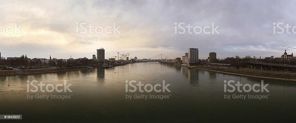 Rhein zwischen Ludwigshafen (links) und Mannheim (rechts) stock photo
