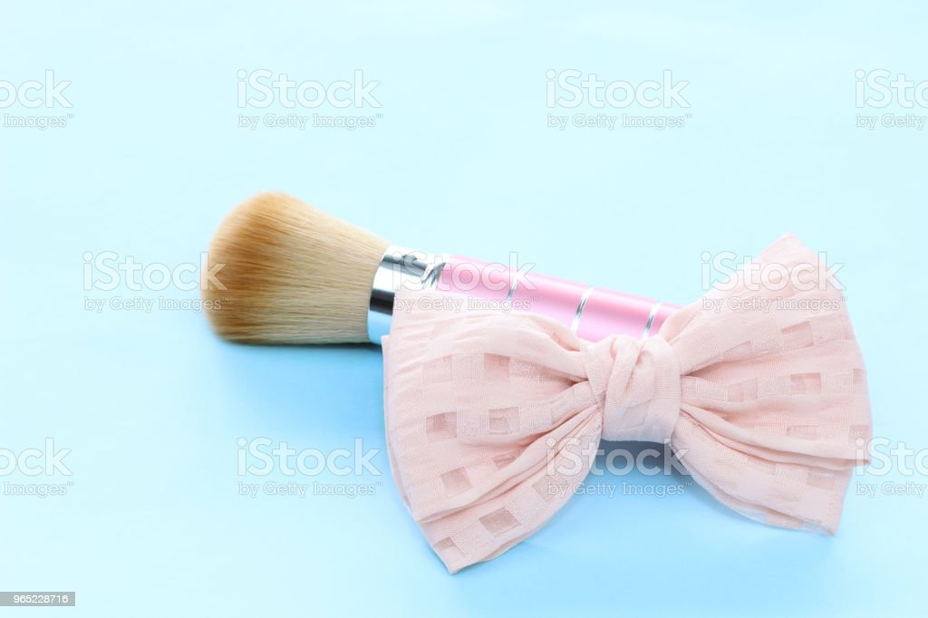 ribbon and face brush zbiór zdjęć royalty-free