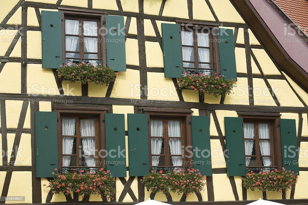 Ribeauville Gelb Fachwerk Haus Mit Grunen Fensterladen Stockfoto Und