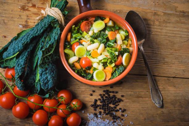 ribollita, tuscan soup classic, old-fashioned meal peasants. - minestrone foto e immagini stock