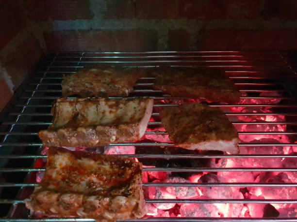 ribs on the charcoal grill - peixe na grelha imagens e fotografias de stock