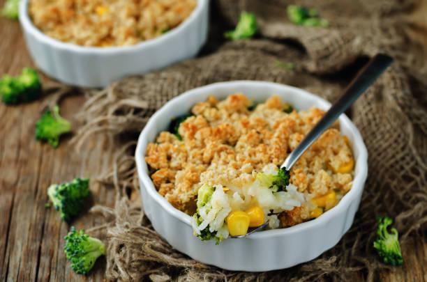 Cazuela de maíz brócoli de arroz - foto de stock