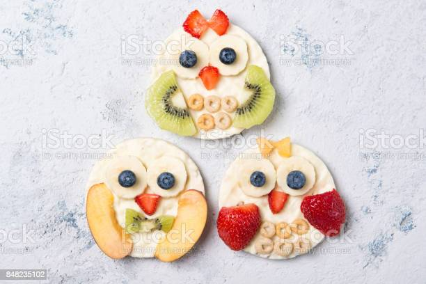 Rice cakes with yogurt and fresh fruits in a shapes of cute owls meal picture id848235102?b=1&k=6&m=848235102&s=612x612&h=ndtyosbc3vwghem1mejpnrfrrihevn kbiju4htartw=
