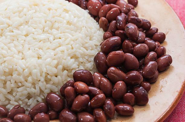 ryż danie z czerwonej fasoli - fasola zdjęcia i obrazy z banku zdjęć