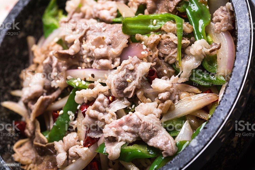 Arroz Mezclar con un surtido de verduras y carne de res - foto de stock