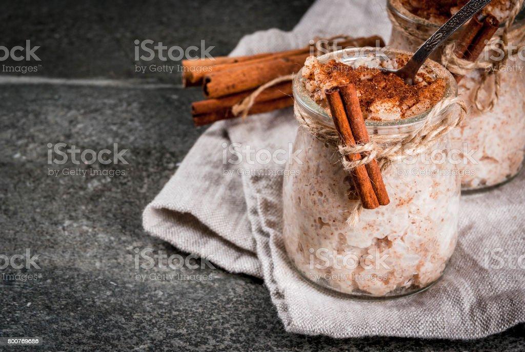 Pudim de arroz Arroz com leite - foto de acervo
