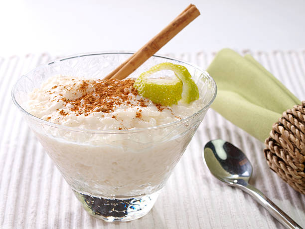 Rice Pudding – Arroz con leche Spanish version of the rice pudding. Made with milk, rice,  sugar, and cinnamon. arroz stock pictures, royalty-free photos & images