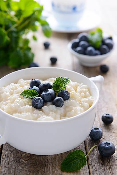 Reispudding mit bilberry – Foto