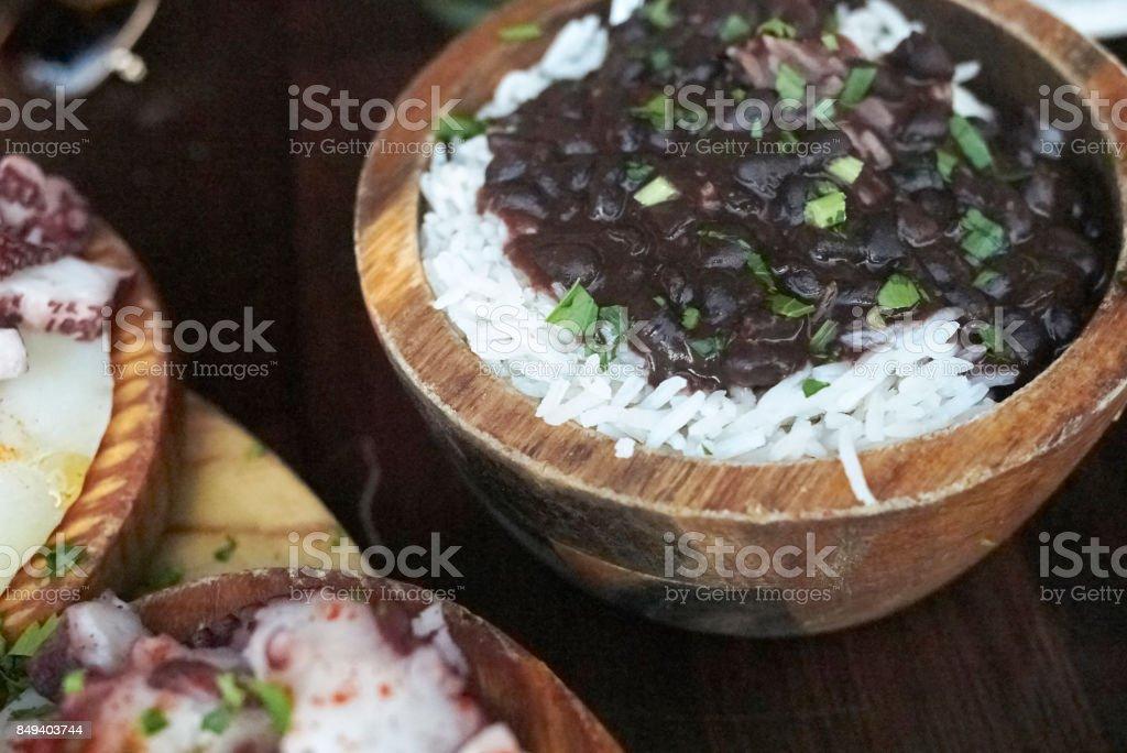Reis mit schwarzen Bohnen – Foto