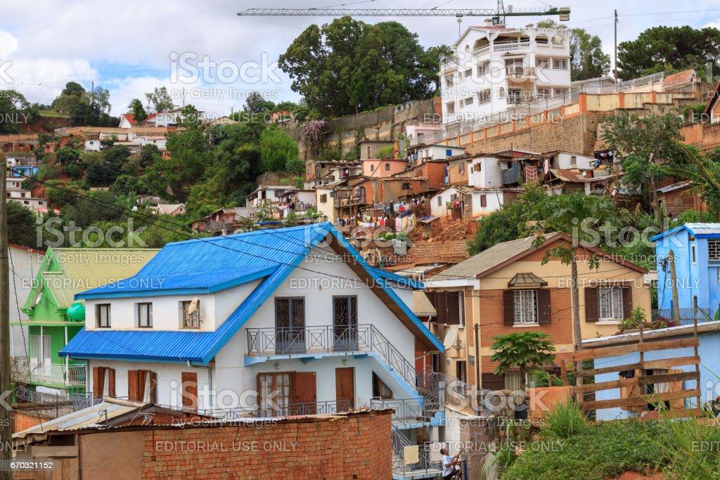 Riches et pauvres à Antananarivo - Photo