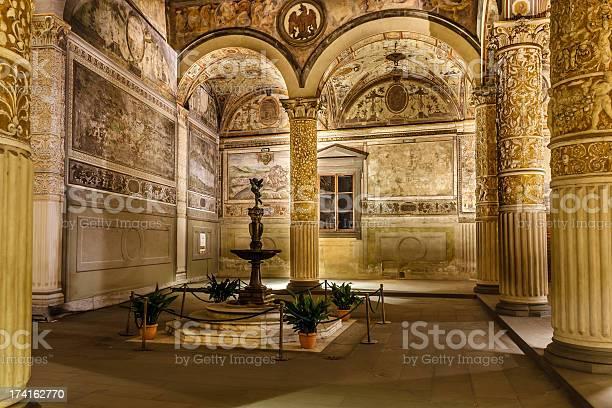 Rich interior of palazzo vecchio picture id174162770?b=1&k=6&m=174162770&s=612x612&h=vte0t8iyzx0ro 25juzj  asvroc0giemqpxwsm8 pe=