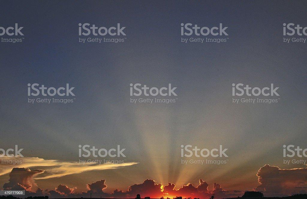 Ricas cores do pôr-do-sol e linhas - foto de acervo