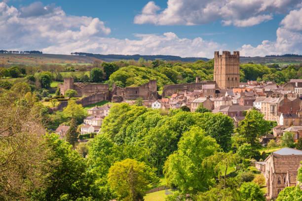 richmond castle skyline - caernarfon and merionethshire stockfoto's en -beelden
