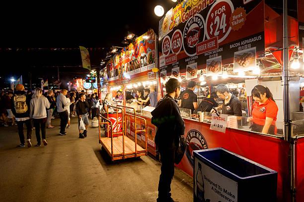 richmond summer night market - avondmarkt stockfoto's en -beelden