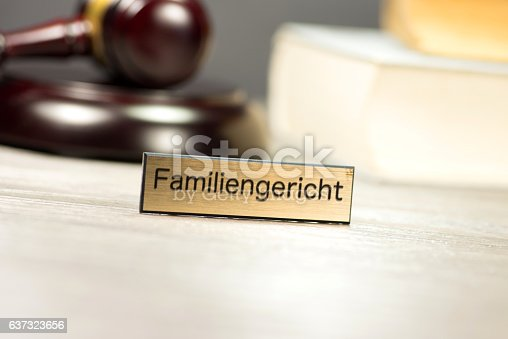 istock Richterhammer und Familiengericht 637323656