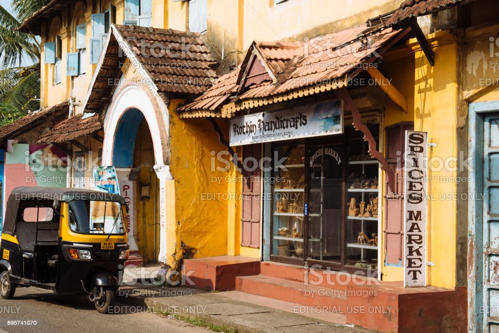 Pousse-pousse (tuk-tuk) dans la rue à Kochi - Photo
