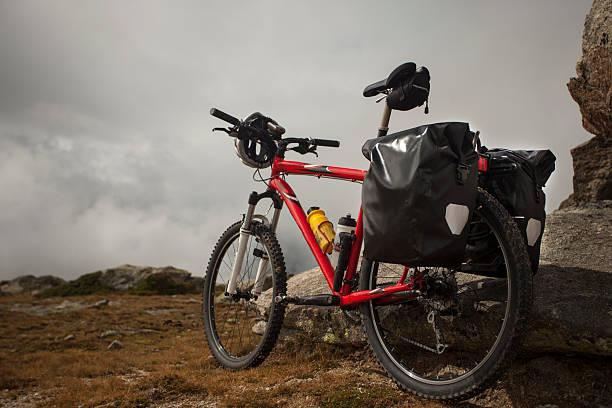 fahren sie auf die berge - cyclocross stock-fotos und bilder