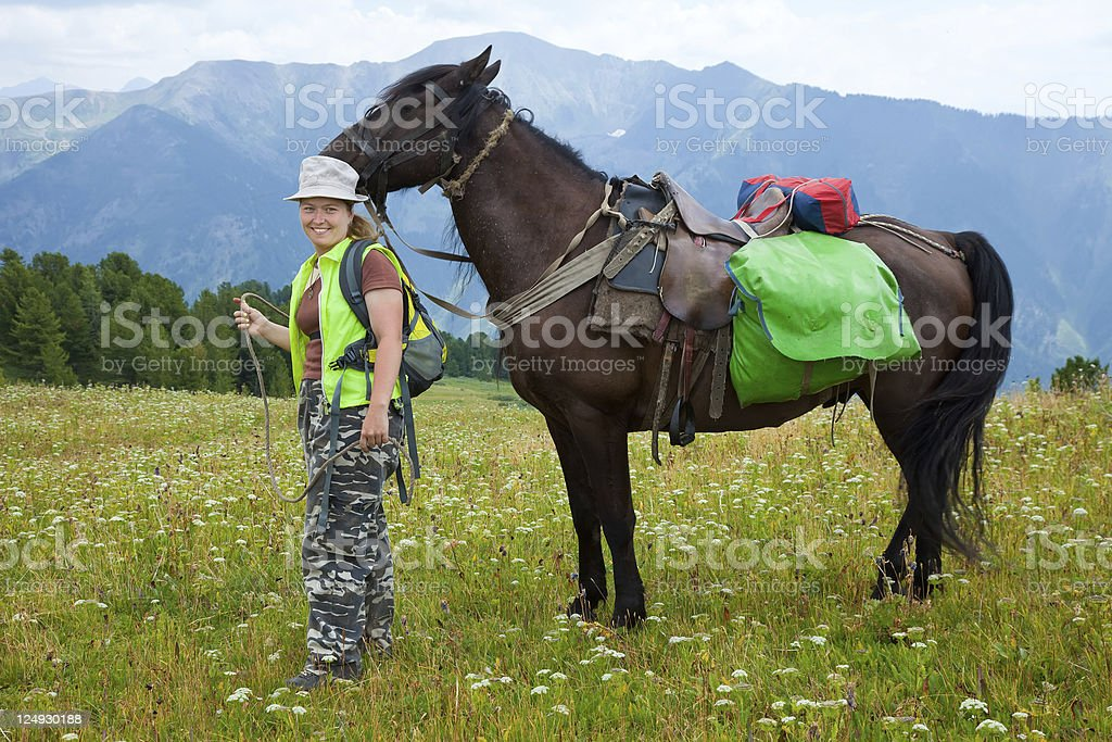 rider y caballo con saddlebags - foto de stock