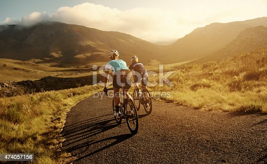 Shot of cyclists on a country roadhttp://195.154.178.81/DATA/i_collage/pu/shoots/804604.jpg