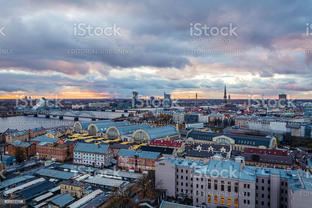 Riga Old Town, beautiful view over the city at sunset foto de stock royalty-free
