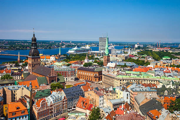 riga old town, beautiful view over the city - 拉脫維亞 個照片及圖片檔