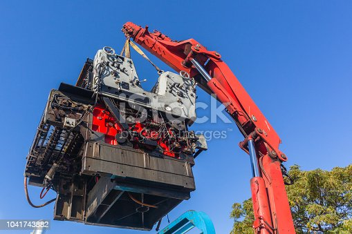 Rigging truck transpatation lifting heavy printing machine with hydraulic oil power mechanical crane arm.