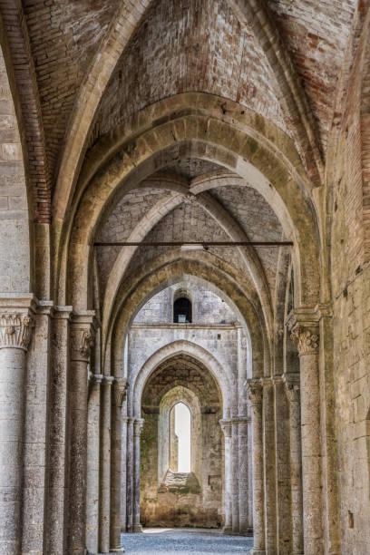Rechten Kirchenschiff von der Abtei von San Galgano – Foto