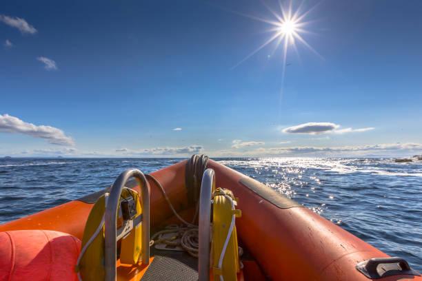 styv gummibåt - livbåt bildbanksfoton och bilder